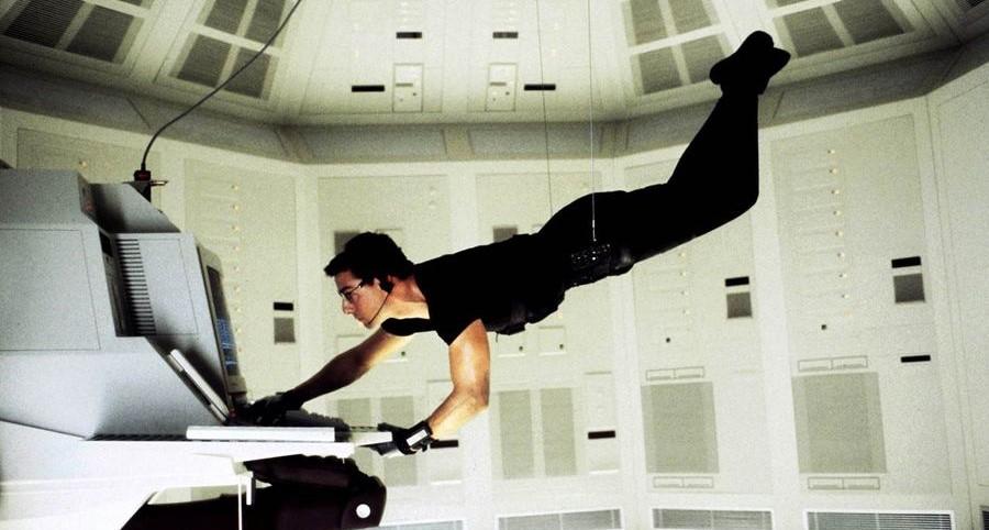 tom cruise dans Mission : impossible (1996) de Brian de Palma
