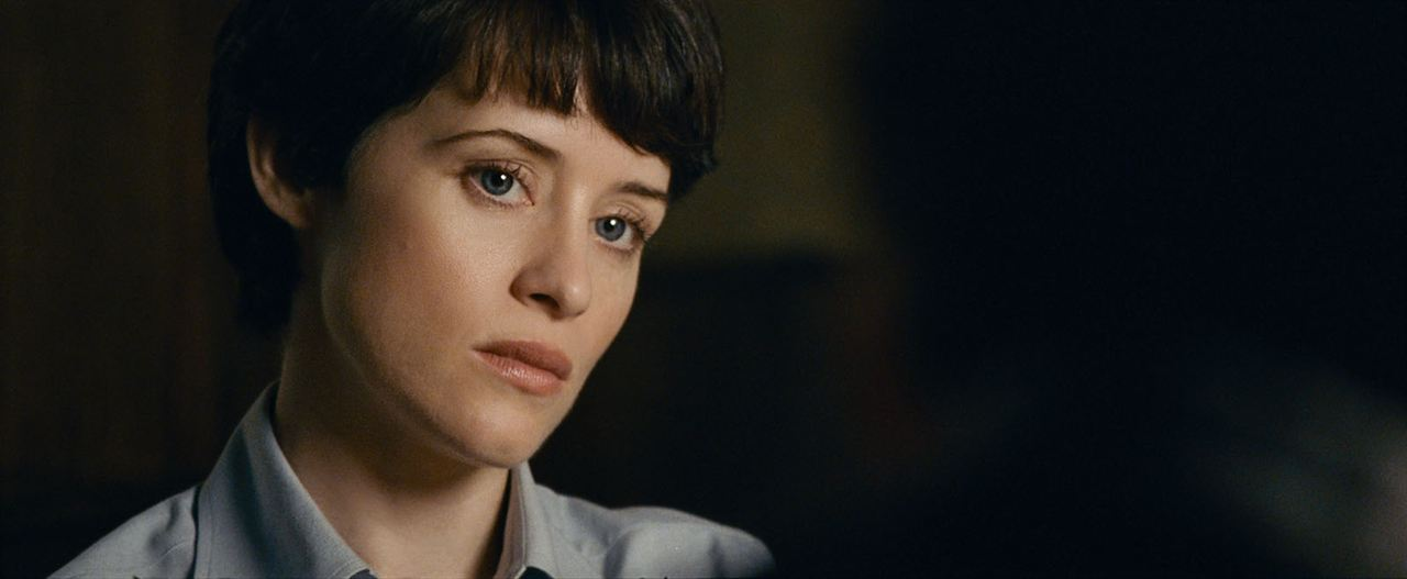 CLAIRE FOY DANS FIRSTMAN