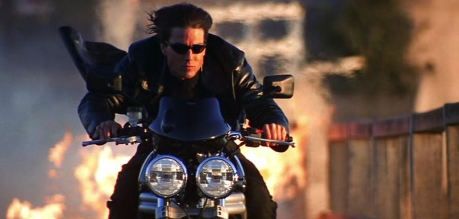 tom cruise dans Mission : impossible 2 (2000) de John Woo