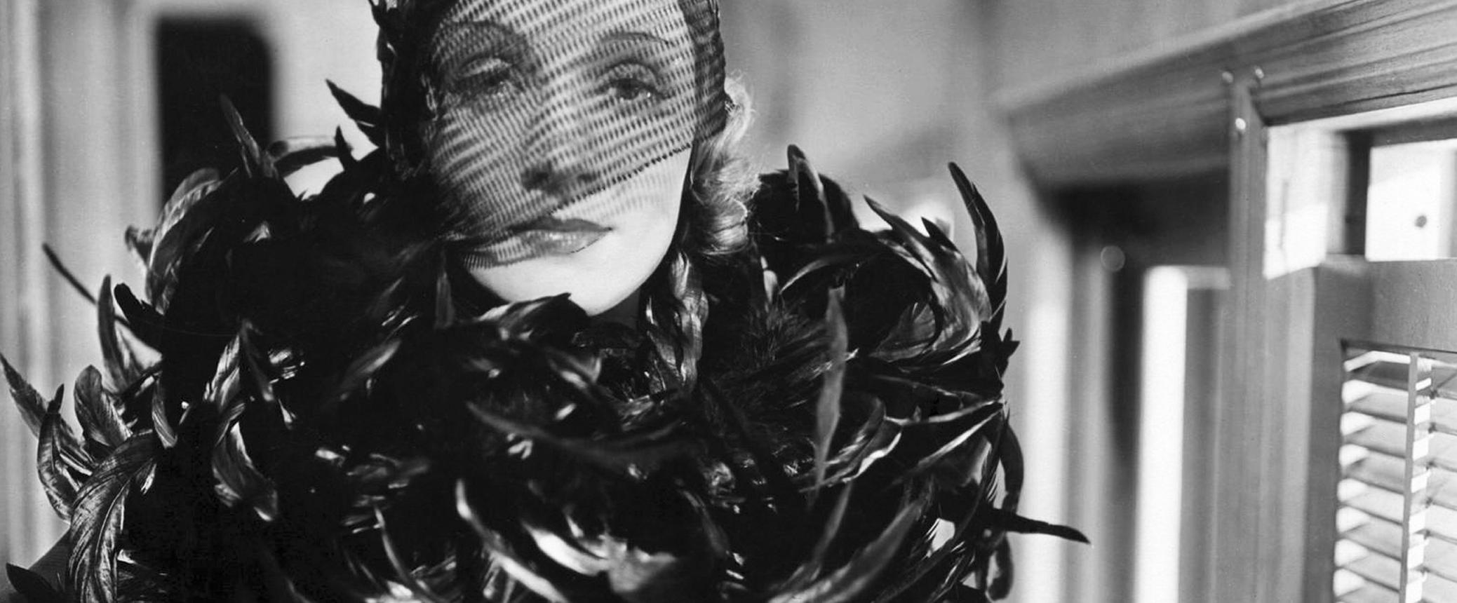 marlene dietrich dans Shanghaï Express (1932) de Josef von Sternberg
